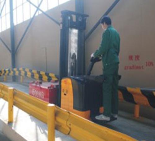 设备质量检验电动堆高车厂家